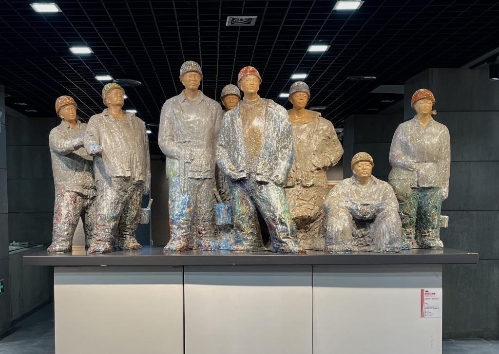 《新时代——出彩人生》 李学斌 雕塑